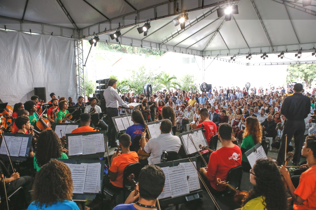 Lauro de Freitas articula implanta��o do ensino de m�sica e orquestra no munic�pio
